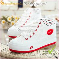 Hàng nhập-Giày thêu họa tiết môi đỏ xinh yêu GLG001