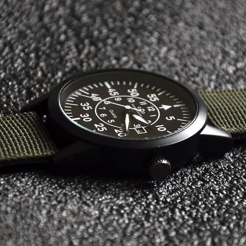 Đồng hồ quân đội dây vải mặt đen dây xanh 3