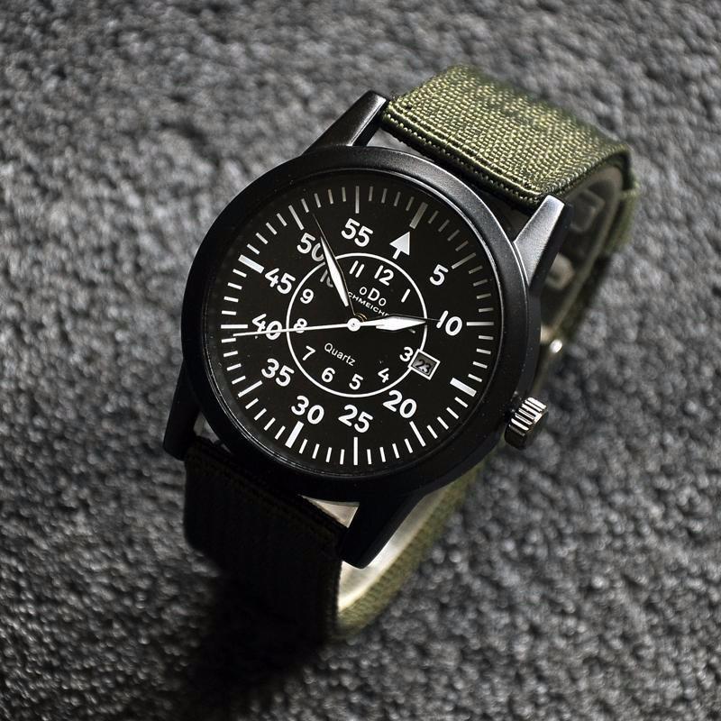 Đồng hồ quân đội dây vải mặt đen dây xanh 1