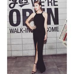 Đầm đen dài hở lưng thiết kế sang trọng như Hoàng Thùy Linh M884