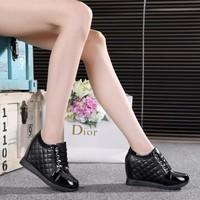 Giày sneakers đế độn TT056D- F3979.com