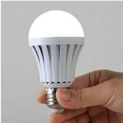 Bóng đèn tích điện cảm biến tự động sáng khi mất điện