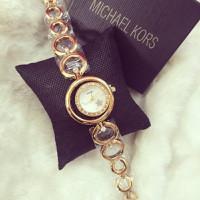 đồng hồ lắc thời trang