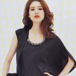 Áo nữ thiết kế kiểu dáng độc đáo, phong cách Hàn.