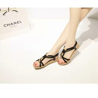 Giày sandal xẹp đính hạt gỗ