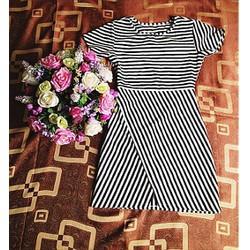Váy thun kẻ dạng ôm xẻ tà size M