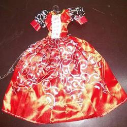 Quần áo dạ hội cho búp bê của bé