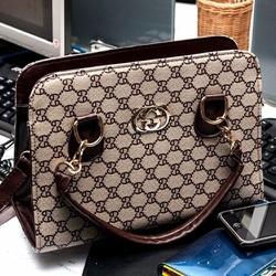 Túi xách công sở vân caro GUCCI: chiếc túi cá tính và xinh xắn-150