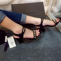 Sandal nạm đinh