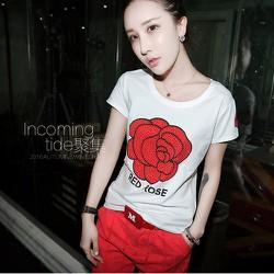 Áo thun hoa hồng nổi bật cho bạn gái thêm thu hút - 116