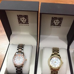 Đồng hồ Anne Klein chính hãng xách tay từ Mỹ.