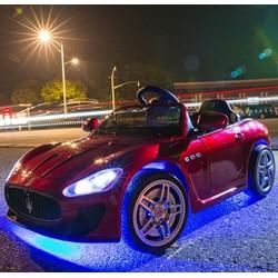xe ô tô điện  bánh cao su mềm
