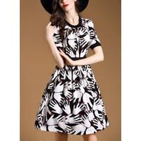 Đầm nữ thời trang, kiểu liền thân thiết kế mầu sắc họa tiết độc đáo