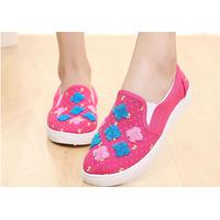 Giày thêu hoa xinh xắn