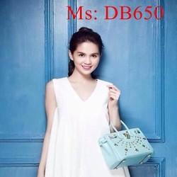 Đầm bầu sát nách cổ tim màu trắng trẻ trung DB650