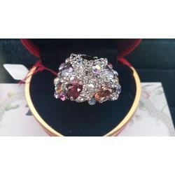 Nhẫn đá màu độc lạ