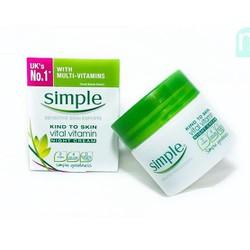 Kem dưỡng ban ngày Simple Kind To Skin Vital Vitamin SPF 15 UVA UVB
