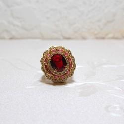Nhẫn mạ vàng đính đá đỏ