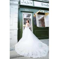áo cưới trắng chân ren tay dài hinh that khach đa mua