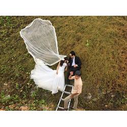 lúp áo cưới đuôi dài có sẵn chân ren