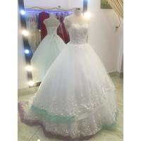 áo cưới chân ren 2 tàng trắng đuôi dài