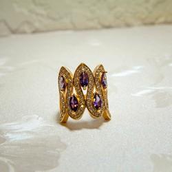 Nhẫn mạ vàng đính đá hoa văn