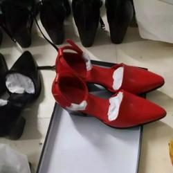 Giày cao gót mũi nhọn là điểm nhấn cho đôi chân thêm phần đẹp