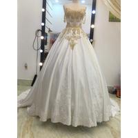 áo cưới tung chân ren phi lụa đẹp sang trọng