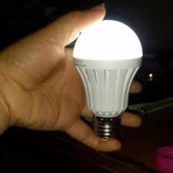 COMBO 4 BÓNG ĐÈN 9W TÍCH ĐIỆN THÔNG MINH 36 LED CỰC SÁNG SẠC ĐIỆN 220V