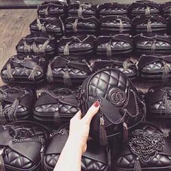 Túi xách đeo chéo Chanel
