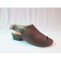Giày sandal màu nâu