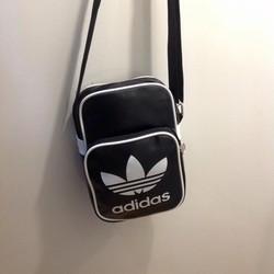 Túi thể thao mini các loại nhé, nhỏ gọn tiện dụng