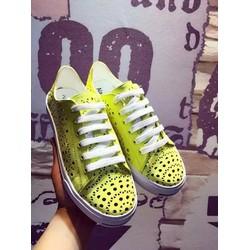 Giày thể thao nữ dễ kết hợp với mọi kiểu dáng thời trang hiện nay