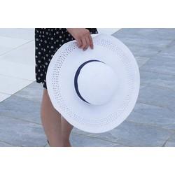 mũ cói trắng rộng vành