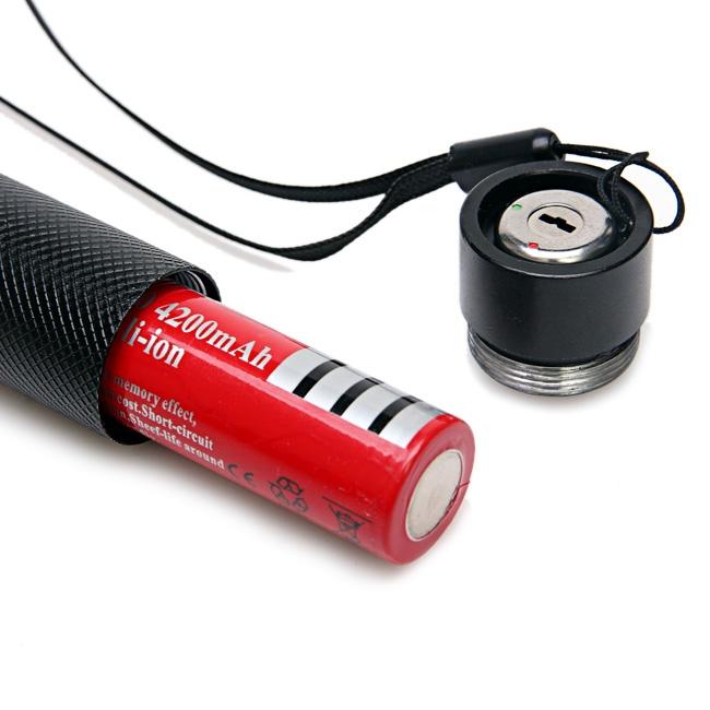 Kết quả hình ảnh cho Đèn pin chiếu tia laser 303