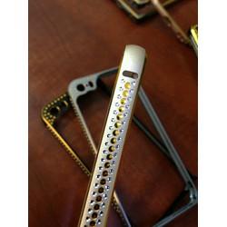 Ốp viền Iphone 5 5S bảo vệ camera đính đá 3 hàng và cường lực