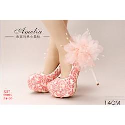 Giày  cao gót bít mũi đính hoa phía sau gót