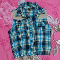 Áo croptop màu xanh họa tiết caro