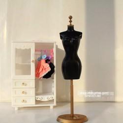 BB105-Manocanh trưng bày đầm búp bê BAR BIE
