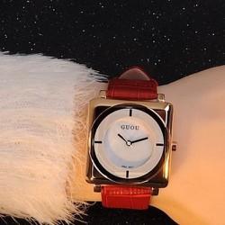 BH 1 năm-Đồng hồ mặt vuông phong cách thời trang dây da màu đỏ