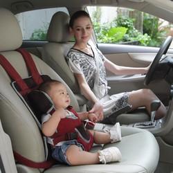 Đai ngồi ô tô cho bé