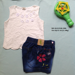 Bộ croptop áo vải voan mỏng có đính kèm bông, quần thêu hình hoa
