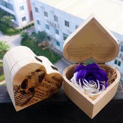 Hộp hoa gỗ khắc hình theo yêu cầu