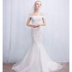 Váy cưới đuôi cá tôn dáng, ren hết áo tinh tế