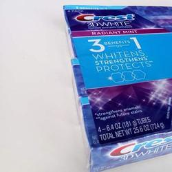 Kem đánh răng Crest 3D White Radiant Mint 181g làm trắng răng hiệu quả