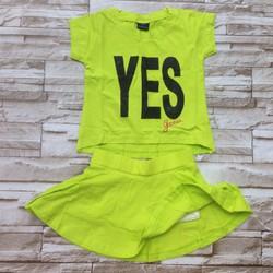 Bộ áo váy có chíp bên trong in chữ YES