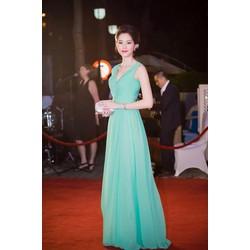 Đầm dạ hội kiểu sát nách xẻ ngực đơn giản như hoa hậu Đặng Thu Thảo