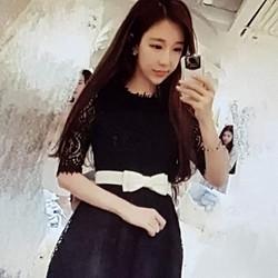 Đầm ren nữ kiểu dáng dễ thương, phong cách trẻ trung.