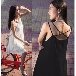 Đầm xoè thiết kế chéo dây cho ngày hè mát mẻ