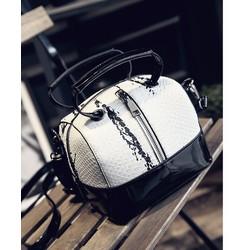 Túi xách nữ dạng hộp chữ nhật trắng đen cá tính